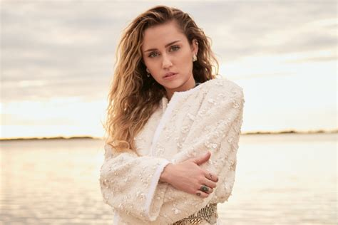 Cover Star Miley Cyrus Her Marriage Liam Hemsworth