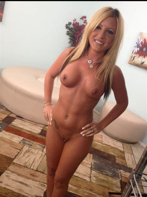 sexy 20 year old milf nude selfie nude hotties