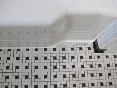 Caulking Bathroom Tile by Clean Vintage Bathroom Tiles Caulk More Cleanly With