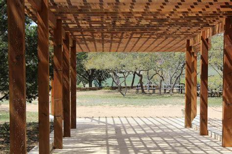 pergola en bois pas cher abri jardin bois