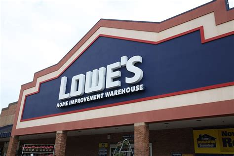 The Latest Lowe's Store Hours And Closings Due To