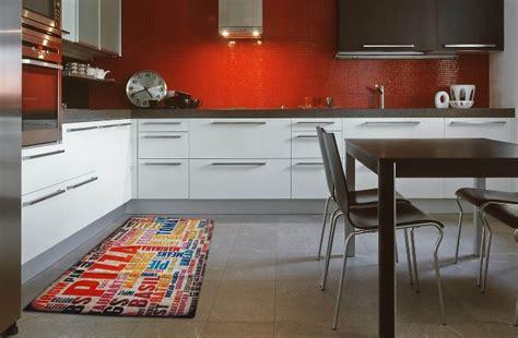 tapis cuisine antiderapant lavable pour une cuisine pratique et stylée webtapis
