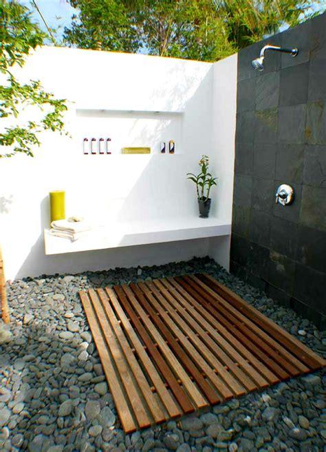 simple luxuries  killer outdoor showers