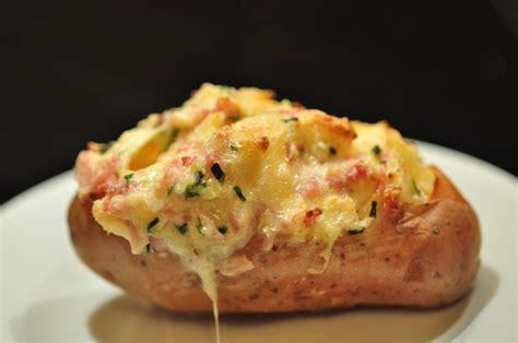 cuisiner le mont d or au four pommes de terre farcies au mont d 39 or cuisine avec