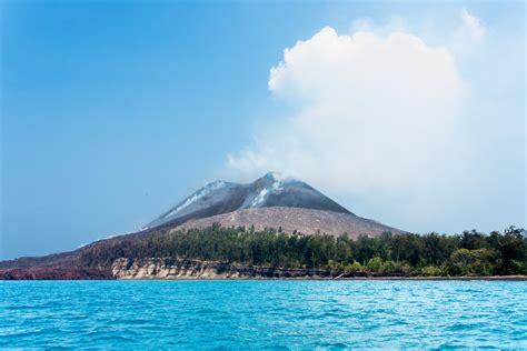 java krakatoa krakatau anak indonesia mt mount anyer beach