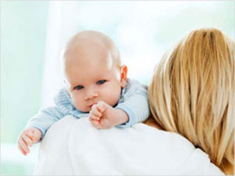 pourquoi bebe regurgite