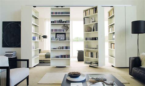 Libreria In Casa by Dividere La Stanza Con La Libreria Girevole Casafacile