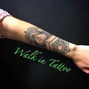 Mandala Tattoo Unterarm : schne blumen tattoo ideen fr frauen zu lieben tattoo schone ~ Frokenaadalensverden.com Haus und Dekorationen