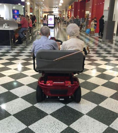comment obtenir un fauteuil roulant les 25 meilleures id 233 es de la cat 233 gorie couples de personnes 226 g 233 es sur images amour