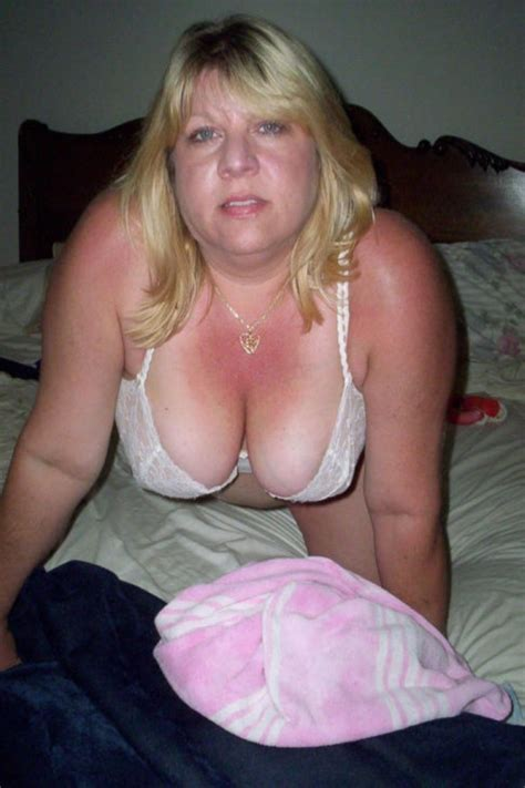 Mature Downblouse Cleavage See Thru Amateurs Nude Pics