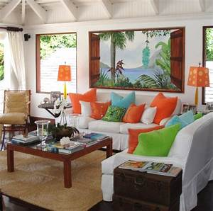 Lush living with tropical living room decor completely for Tropical living room decor