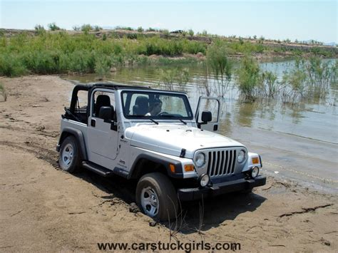 girls jeep wrangler pin mud jeeps girls on pinterest