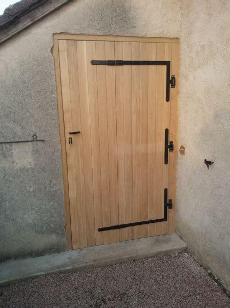 porte de grange en bois portfolio grisdebois porte coulissante suspendue de style grange ou