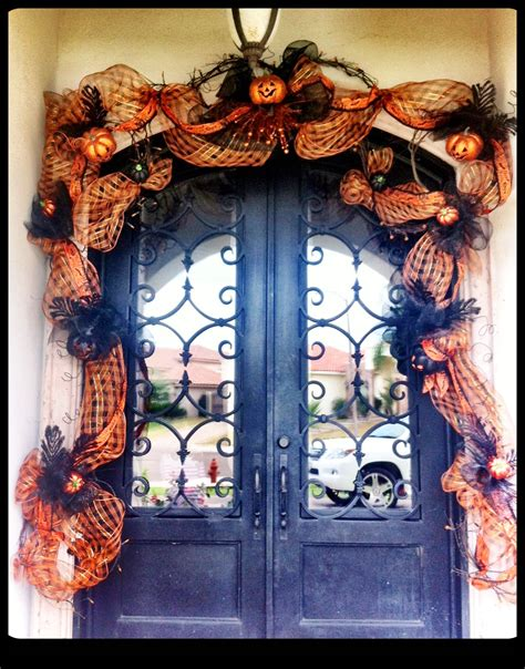 decorating  front door  halloween doors  design