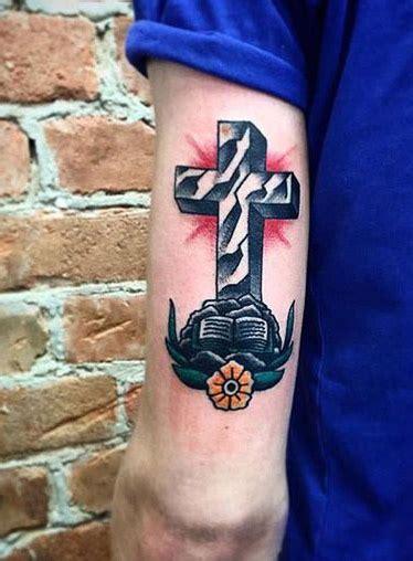 tatuajes de cruces impresionantes  sus significados