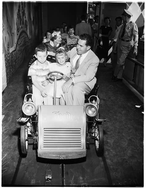 Richard Nixon In Disneyland (1955) - Flashbak