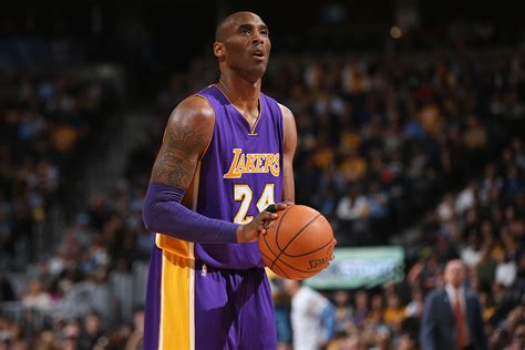 kobe bryant lakers star signs shoes  fans sicom
