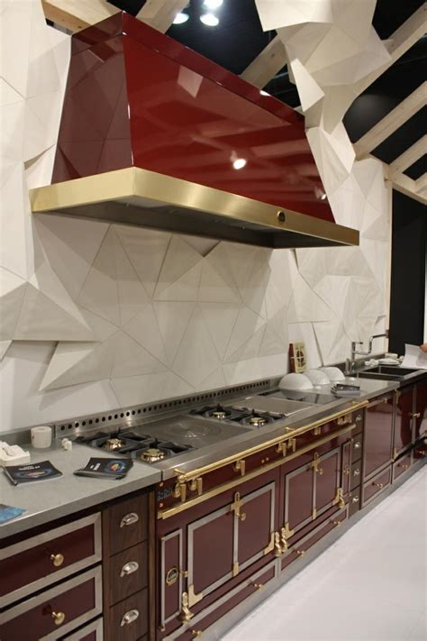 installation de la hotte de cuisine hottes de cuisine design une sélection du salon eurocucina