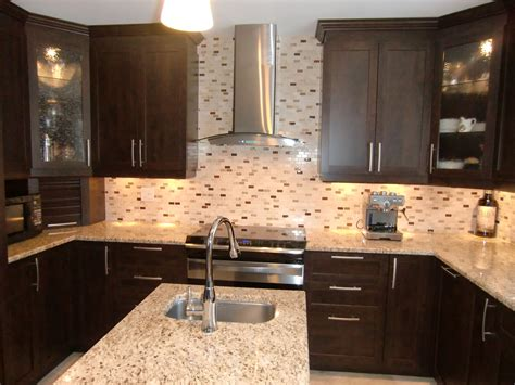 armoire de cuisine en pin armoire de cuisine contemporaine avec comptoir en granit