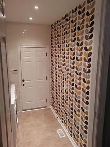 Agrandir visuellement un couloir étroit : trucs et astuces quand on utilise du papier peint