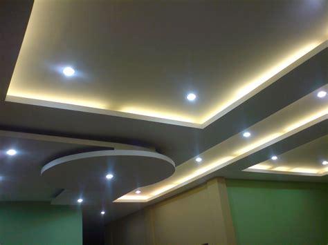 kombinasi warna cat dinding  plafon wallpaper dinding