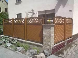 Schöner Sichtschutz Für Terrasse : holzfarbener sichtschutz f r blickgesch tzte terrasse an stra e ~ Sanjose-hotels-ca.com Haus und Dekorationen