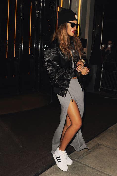 Rihanna Street Style - FASHION SIZZLE