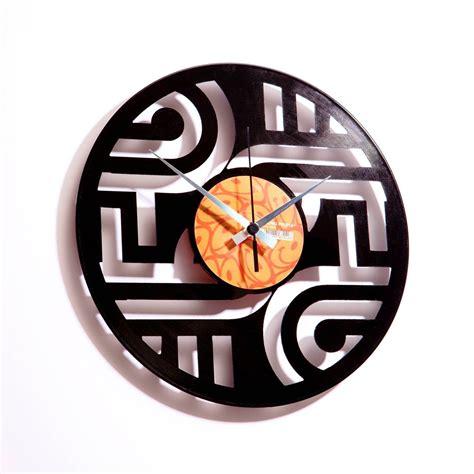 orologi d arredo orologio d arredo artigianale con intagli geometrici