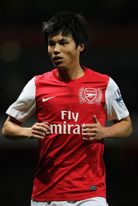 Ryo Miyaichi - Ryo Miyaichi Photos - Arsenal v Bolton ...