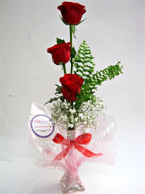 rosesbabys breath   vase flowerandballooncompanycom