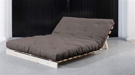 chambre a coucher surface lit pliant lit pratique pour vos invités westwing
