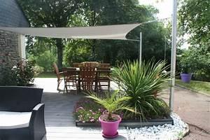 bois composite gris et voile d39ombrage contemporain With idee terrasse exterieure contemporaine 10 jardin contemporain conseils damenagement idee deco