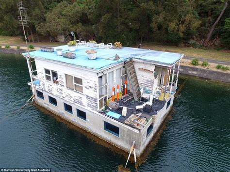 House Boat Sydney by Decrepit Houseboat With Million Dollar Views Rots In