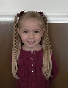 Coiffure Facile Pour Petite Fille : coiffure facile pour petite fille attachez les cheveux et a y est ~ Nature-et-papiers.com Idées de Décoration