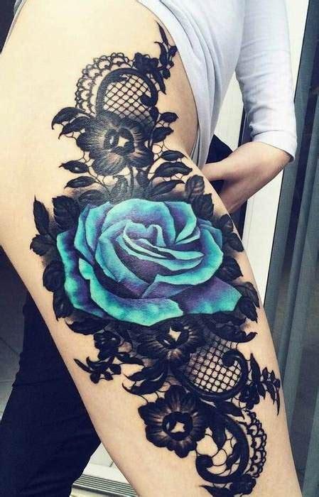 tatouage texture dentelle guipure avec grande rose bleu