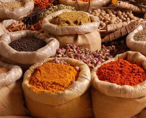 la cuisine des epices le pouvoir anti inflammatoire des herbes aromatiques et