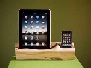 Dockingstation Ipad Und Iphone : handmade wooden ipad iphone dual docking station gadgetsin ~ Markanthonyermac.com Haus und Dekorationen