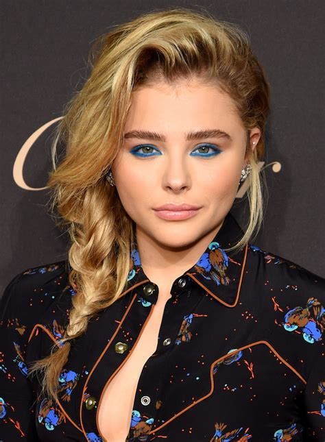 chloe moretz mansion chlo 235 grace moretz goes all out 80s with electric blue