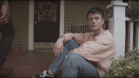 "Alec Benjamin Unveils Video For ""let Me Down Slowly"