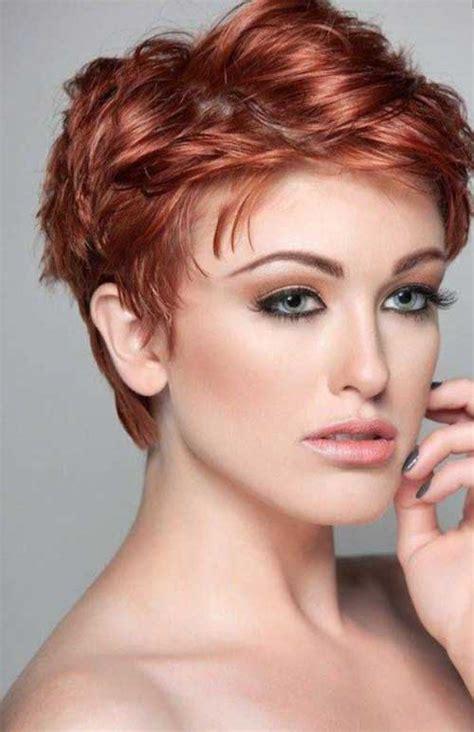 coupe courte femme  tendance coiffure simple  facile