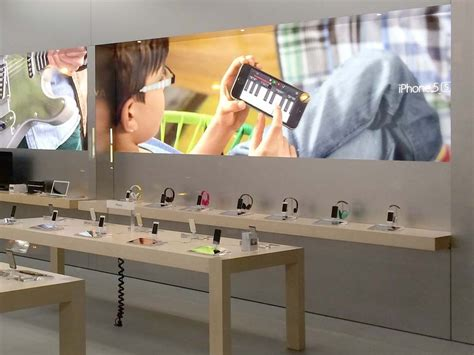 at t next iphone apple stores may soon accept iphone sales through at t