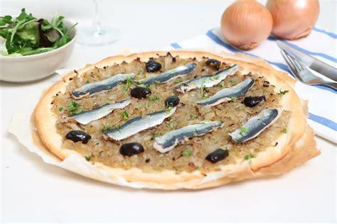 cuisiner des sardines fraiches pissaladière aux sardines fraîches la recette de