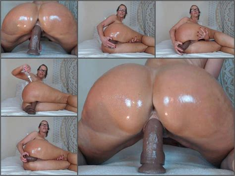 Booty Mature Oiled Her Huge Ass And Dildo Rides Webcam