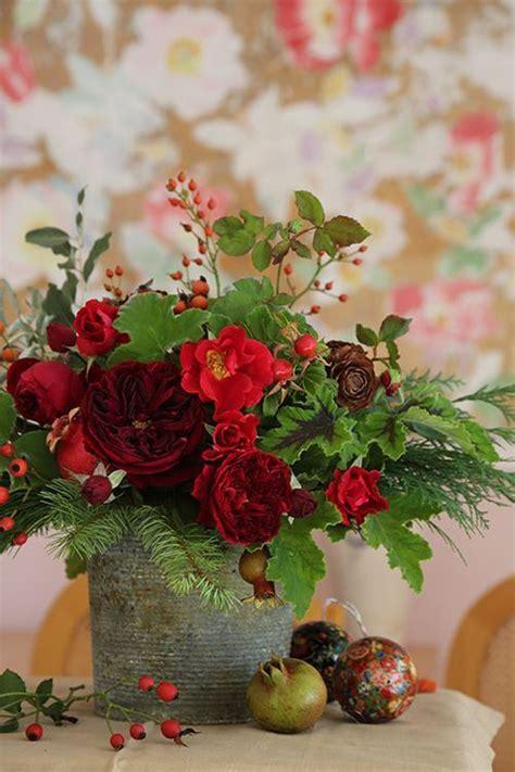 chic christmas flower arrangements shelterness