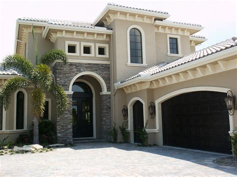 Tips On Choosing The Right Exterior Paint Colors For