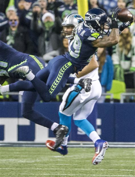 seahawks beat  panthers  sunday night
