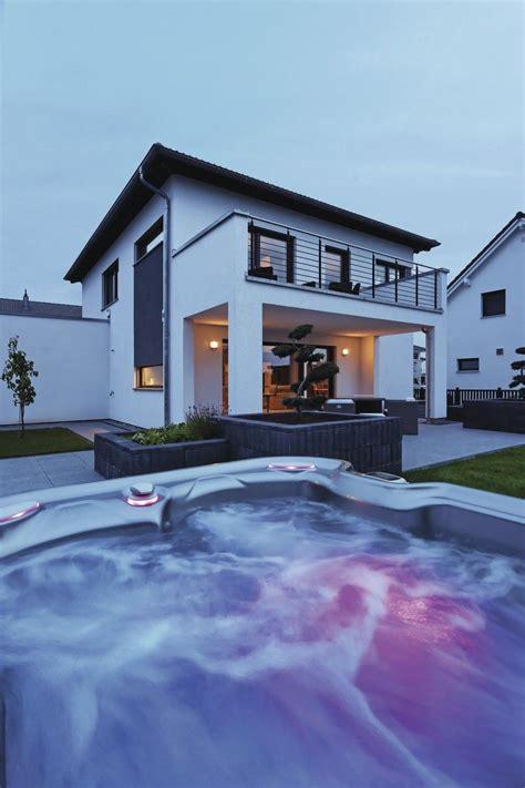 Moderne Häuser Balkon by Fertighaus Weberhaus Bodensee Pool Garten