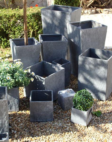 pot terrasse design pas cher pot de jardin en plastique maison retraite chfleuri