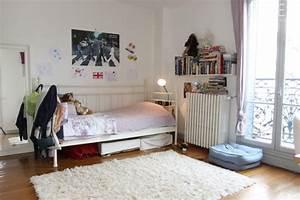 le tapis blanc style souligne les details colores a la maison With tapis chambre enfant avec canapé structure bois