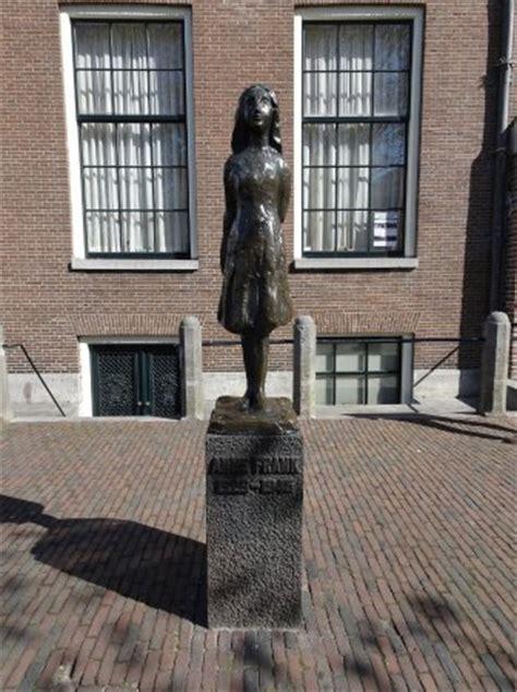 statue proche de la maison d frank picture of frank house amsterdam tripadvisor
